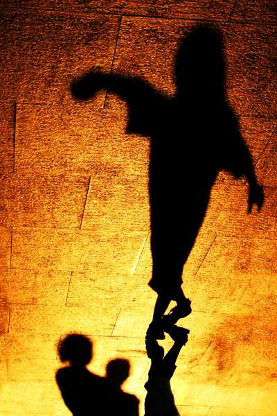 Dancing shadows, a spooky performance