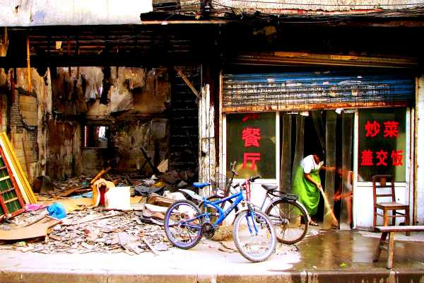 Shanghai old town restaurant cleaning out for relocation